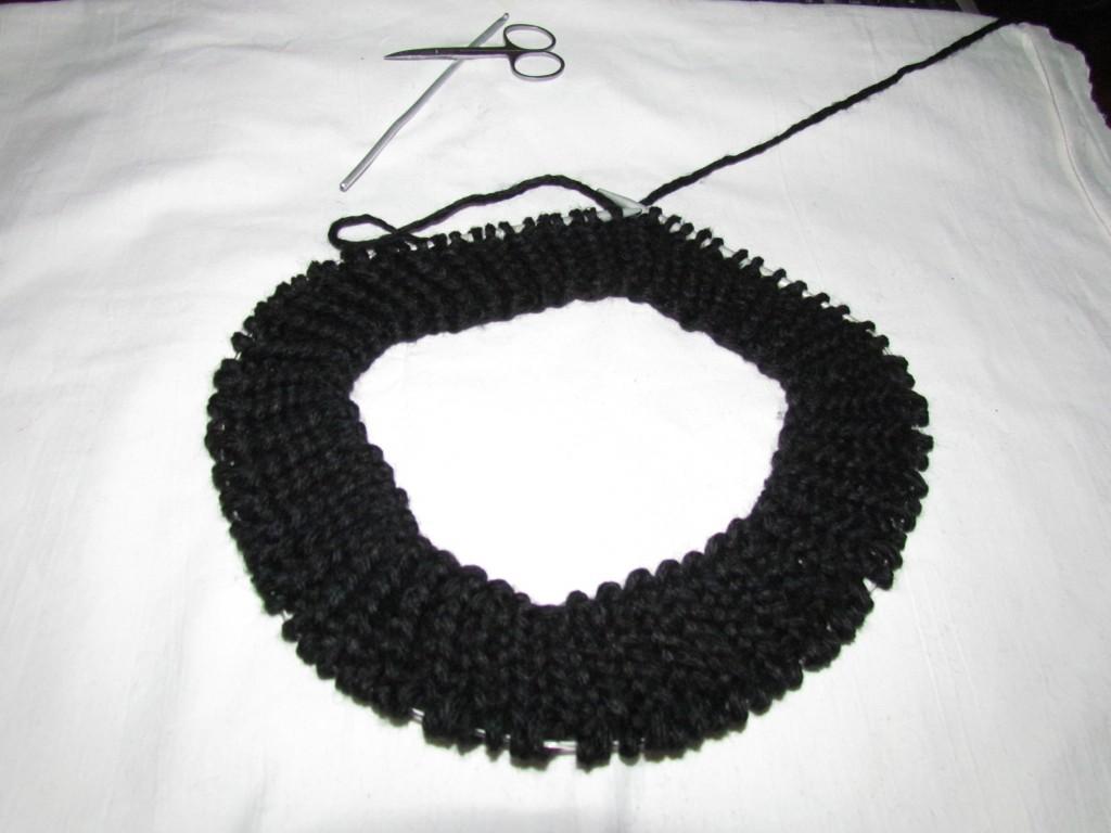 Вязание шарфа-снуда спицами (12)