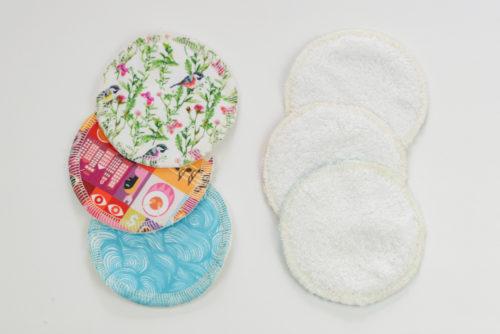 Фотография готовых прокладок для кормления грудью